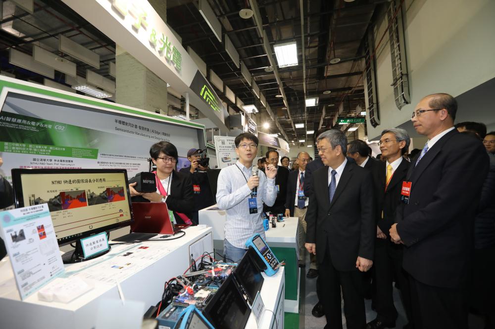 未來科技展開展首日副總統蒞臨參觀
