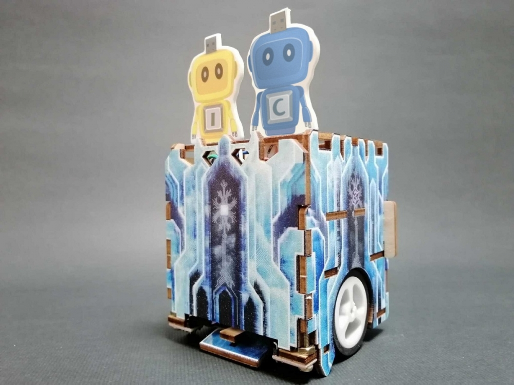AI創客桌遊動手玩:智能車機器人蓋城市