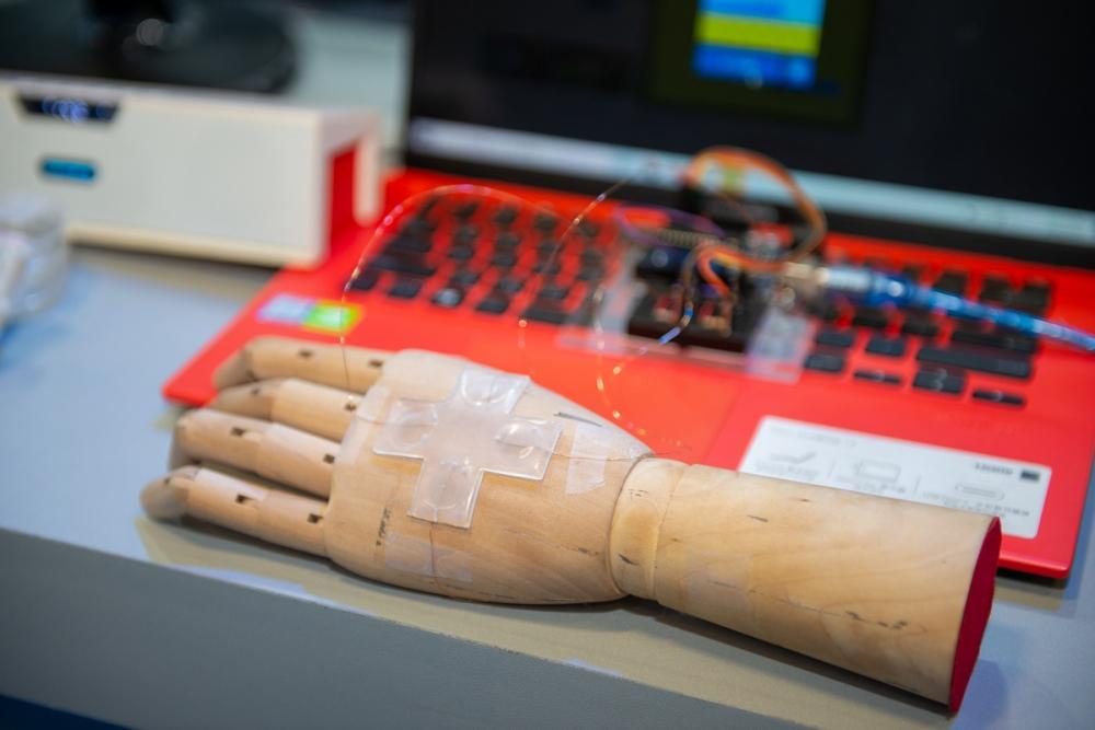 實現好萊塢科幻電影夢,打造兼具修復與發電的電子皮膚