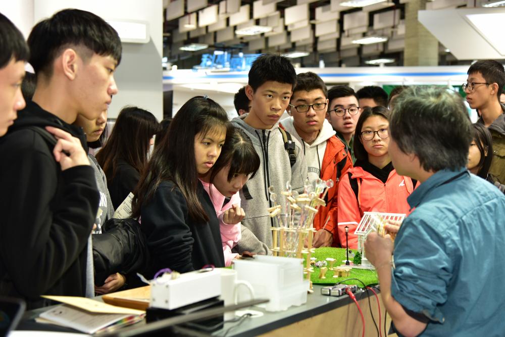 未來科技展吸引年青學子參觀 啟發科學研究興趣